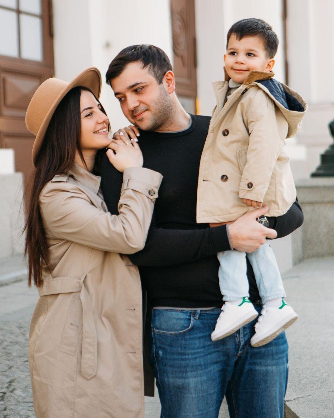 Певица Анивар родила в Москве второго ребёнка, но не может увидеть дочку из-за ковид-политики роддома