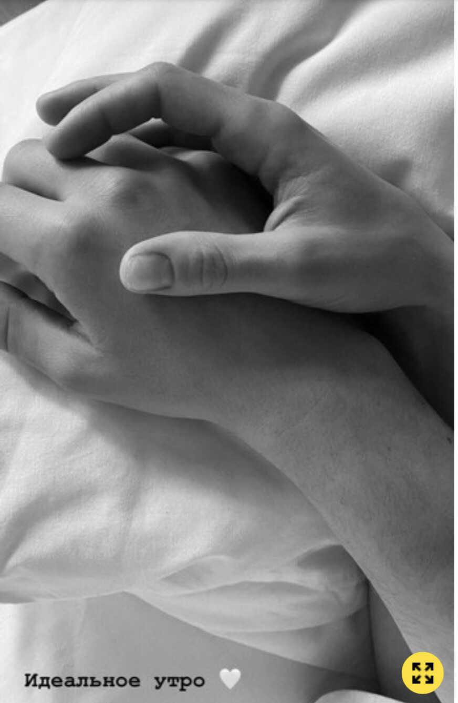 «Идеальное утро»: Кристина Асмус поделилась кадром из постели с любовником