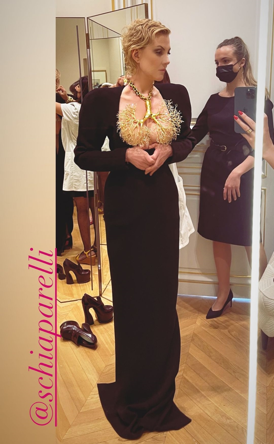 """После триумфа Беллы Хадид в Каннах, точно такое же """"голое"""" платье надела Рената Литвинова"""