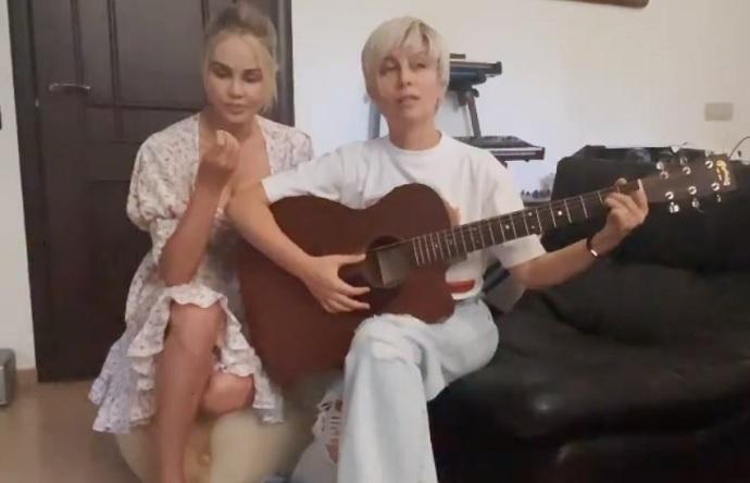 """""""Проблемы в отношениях с Павлом?"""": Мария Погребняк и Юлия Беретта записали гимн для женщин"""