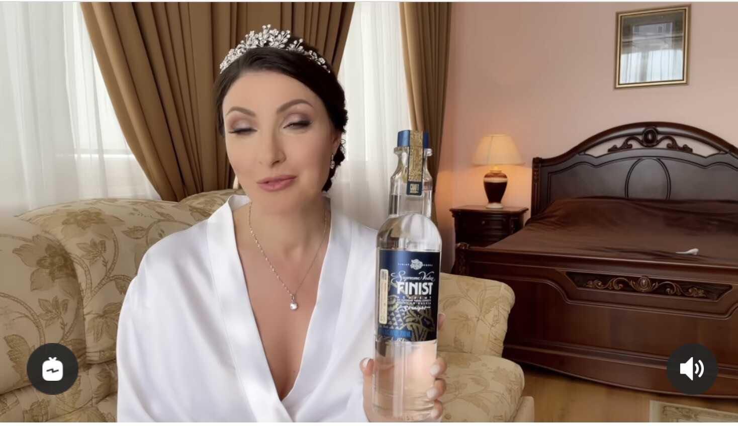«На любые деньги готова, ради строителя»: Анастасия Макеева в свадебном платье покоробила подписчиков неуместной рекламой