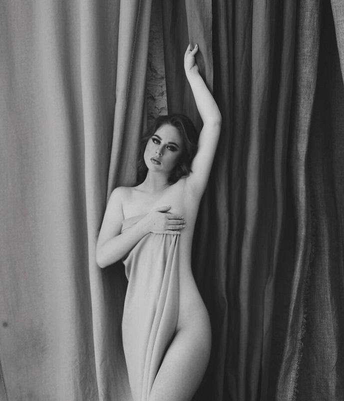 """В сети появились обнаженные фото самой юной участницы проекта """"Дом-2"""" Кати Гориной"""