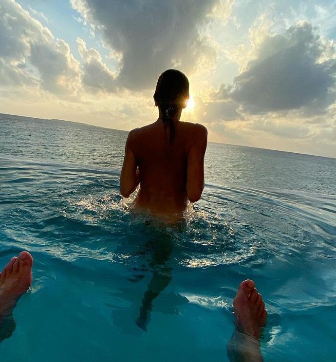 Светлана Бондарчук искупалась в море голышом