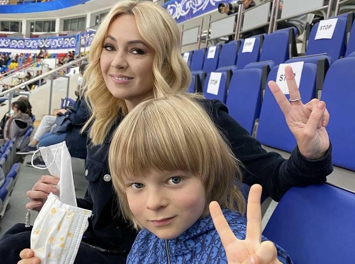 «Он подброшенный»: Яна Рудковская призналась, как объяснила сыну Саше появление брата Арсения