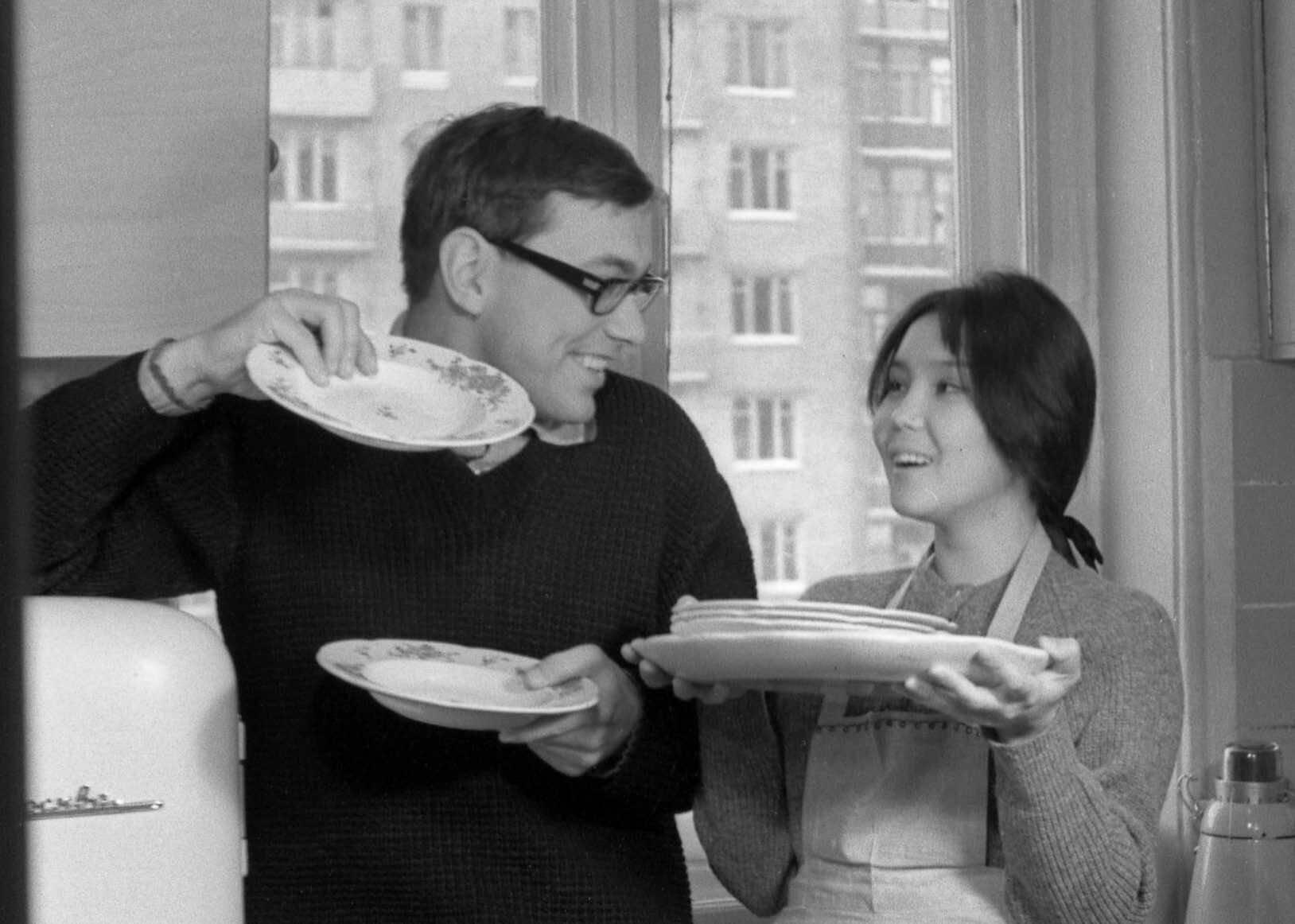 «Она все время изменяла»: бывшая жена Андрея Кончаловского нелестно высказалась о его браке с Юлией Высоцкой