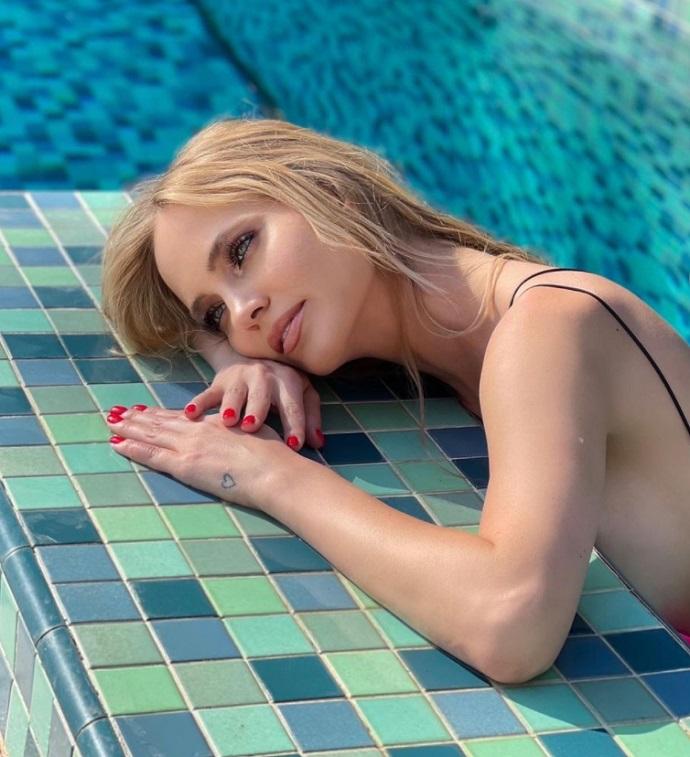 Глюкоза (Наташа Ионова) устроила эротическую фотосессию в бассейне