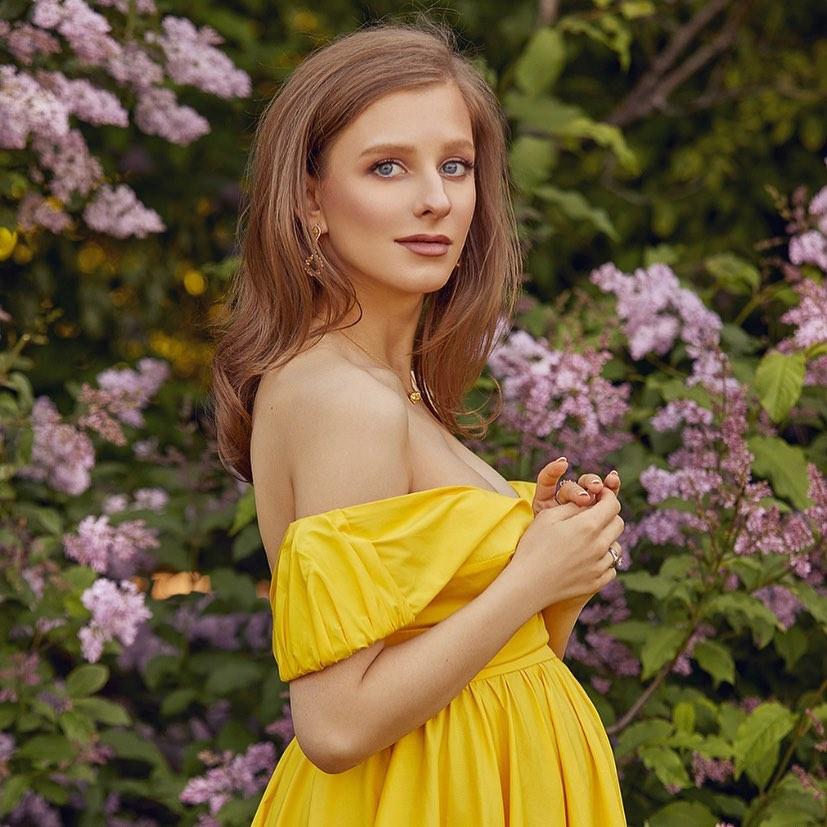 Лиза Арзамасова снялась в фотоссесии на заключительных месяцах беременности
