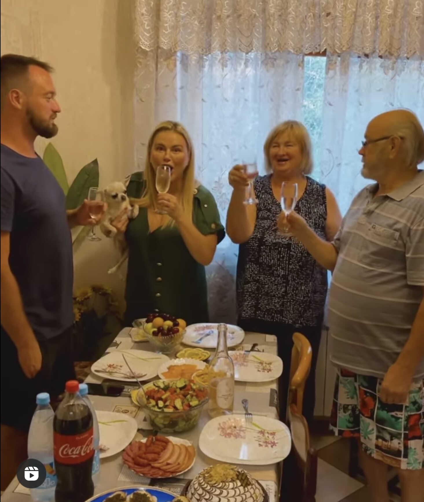 «Ужас!»: в сети раскритиковали семейный обед Анны Семенович