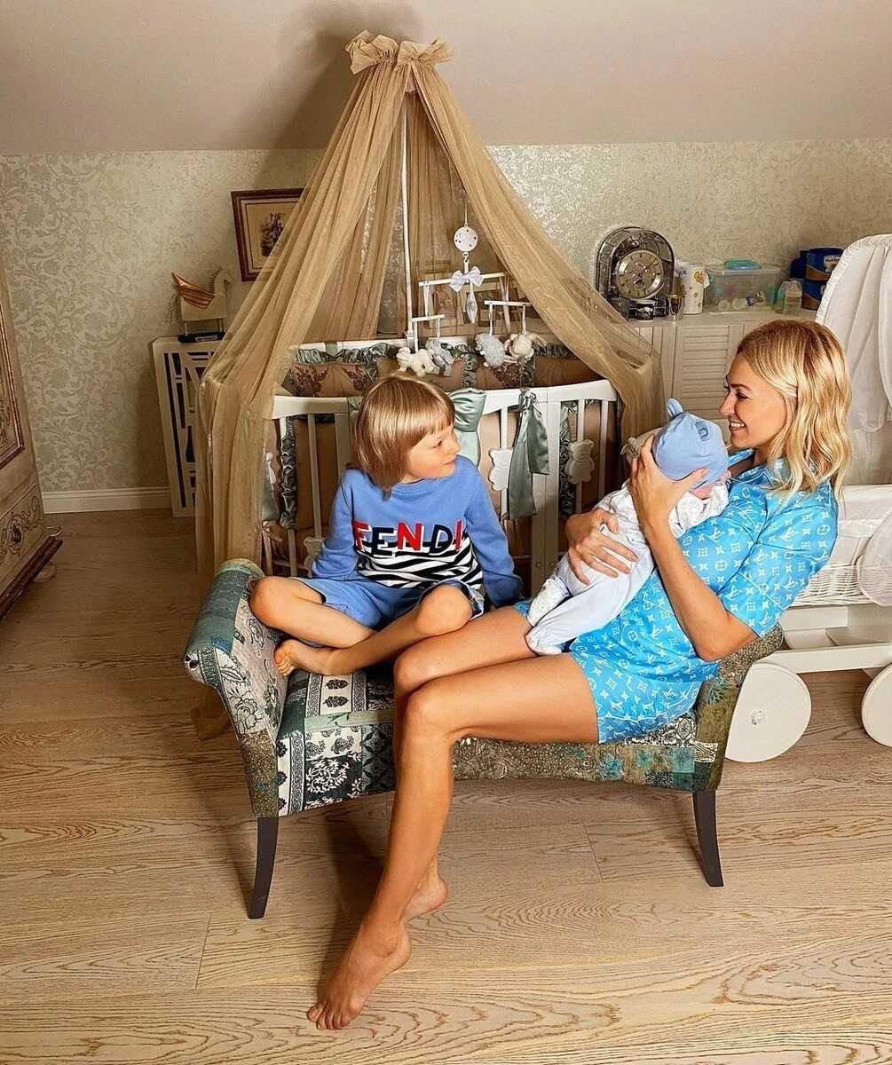 «Говорю об этом честно»: Яна Рудковская призналась, что почувствовала, впервые взяв на руки сына, рождённого суррогатной матерью