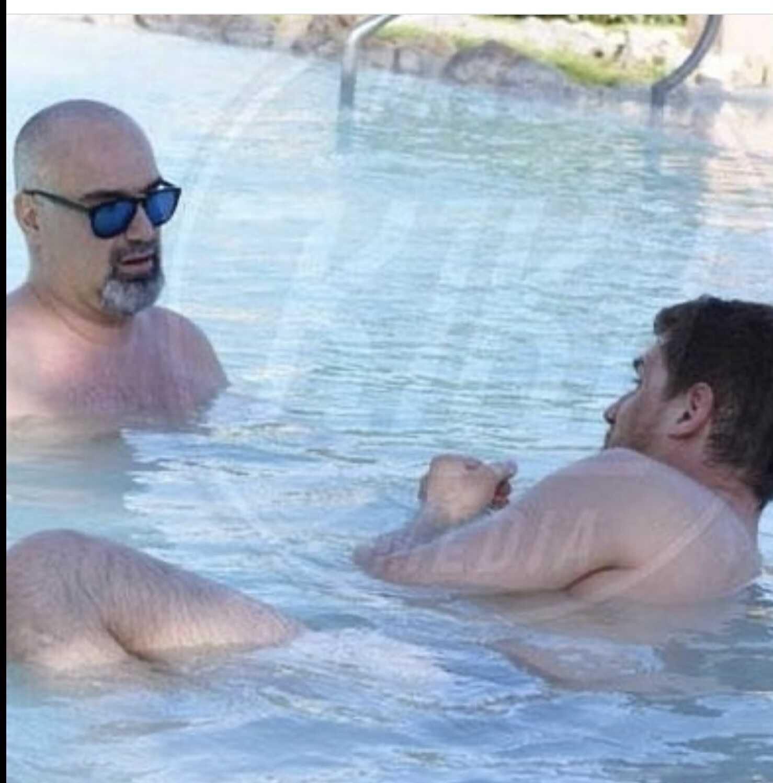 Молодой муж Марины Федункив оказался геем. Фото резвящихся в бассейне голубят