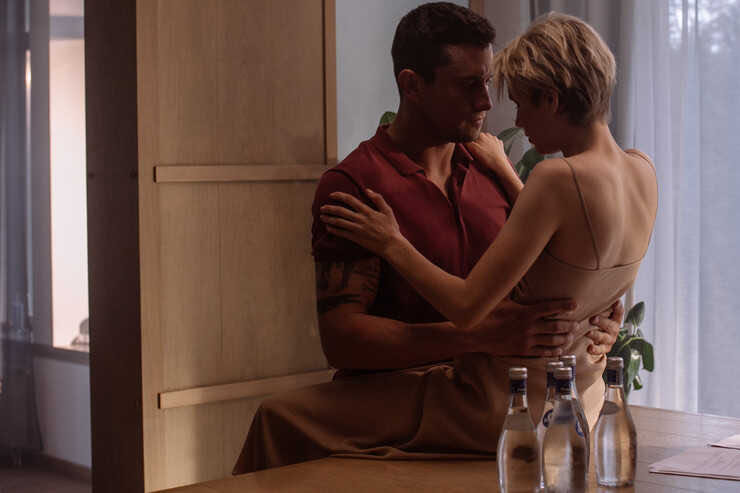 «Что скажет Карпович?»: в сети обсуждают сцены жесткого секса Павла Прилучного и Дарьи Мельниковой