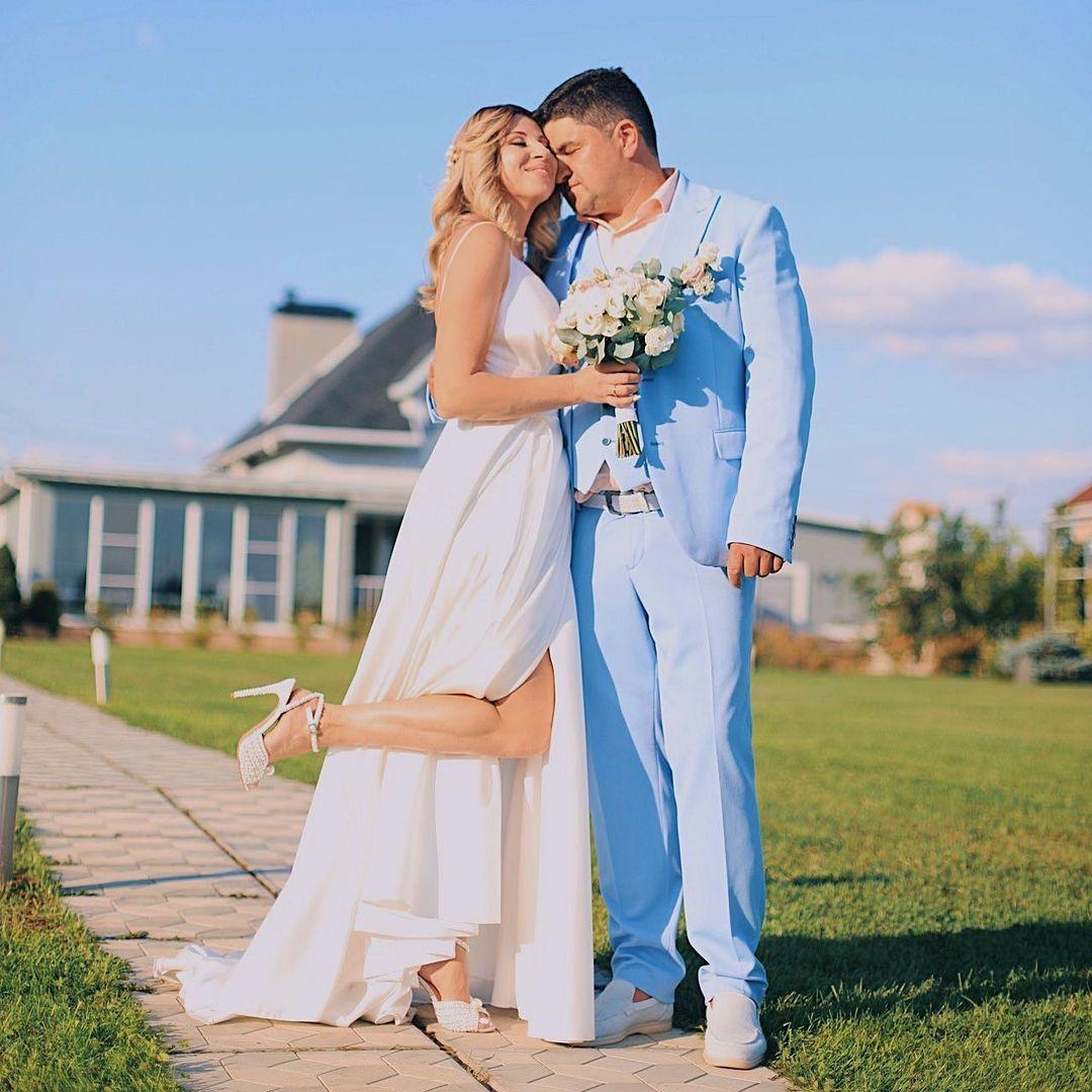 Певица АНИРИ вышла замуж и поделилась кадрами красивой свадьбы