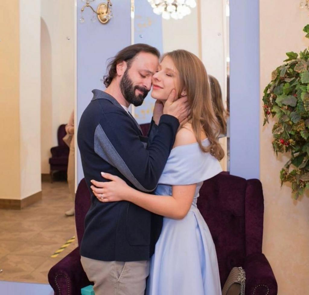 Лиза Арзамасова родила первенца от 47-летнего супруга Романа Авербуха