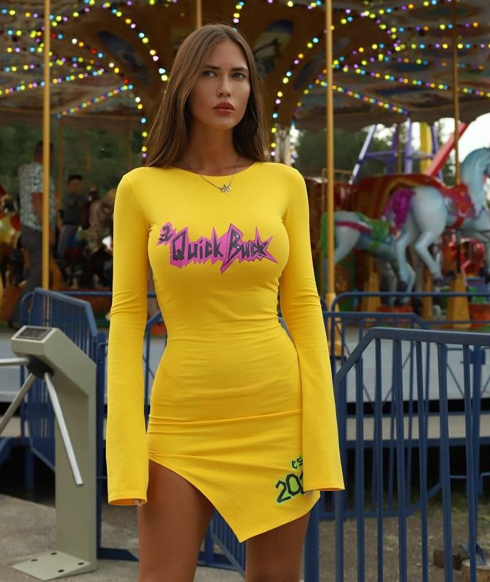 «Одежда a quick buck станет такой же популярной, как и мои купальники»: Анастасия Аникина основала новый бренд для девушек, которые не боятся проявлять себя в одежде