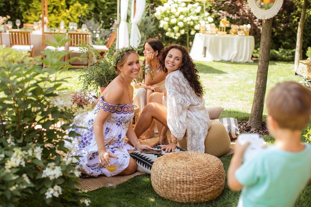 Праздник в честь беременности: Настя Каменских опубликовала фото с вечеринки