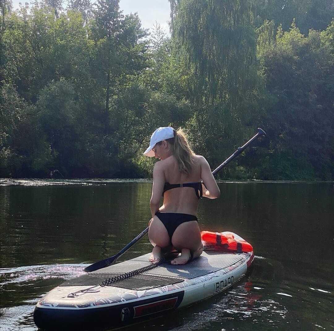 «Бузова за жопу укусила?»: Саша Савельева возмутила поклонников откровенным фото с веслом