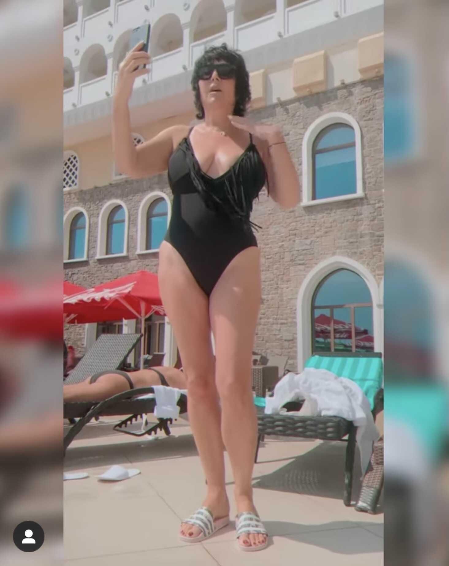 «Вам бы тити подтянуть»: 54-летняя Лолита Милявская показала фигуру в купальнике с бахромой