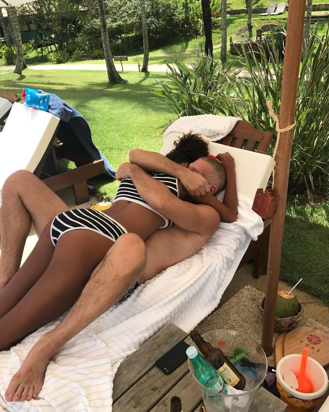 Тина Кунаки показала трогательные снимки с Венсаном Касселем в честь годовщины брака