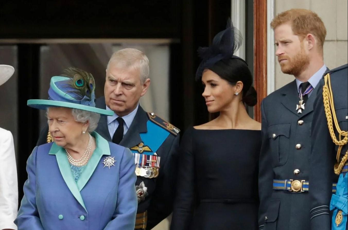 «Не хочется очередного цирка»: королевская семья объяснила, почему не желает видеть Меган Маркл в Великобритании