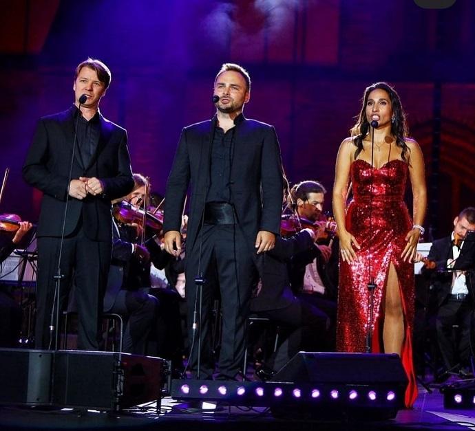 Светлана Касьян дала очередной концерт в интерьерах средневекового замка