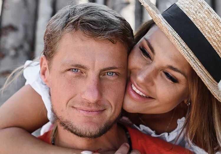 Alexander and Ksenia Zadoynovs are expecting a baby again
