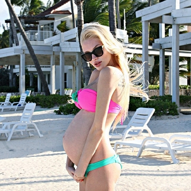 Alena Shishkova for the first time gave a detailed answer to the question why her daughter Alice is raised by her grandmother