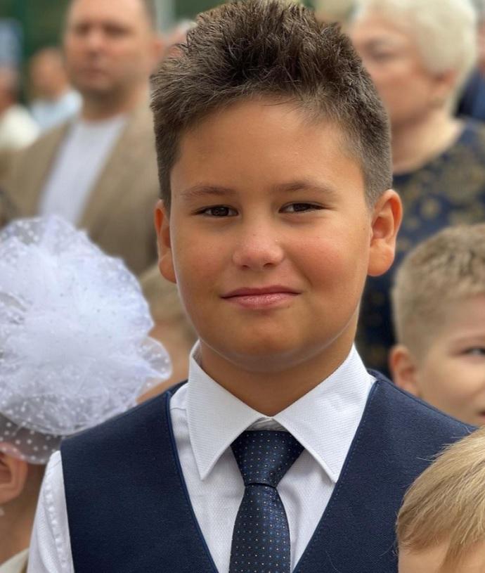 """""""Просто пипец"""": Агата Муцениеце удивилась сыну на школьной линейке и пофлиртовала с мужчиной"""