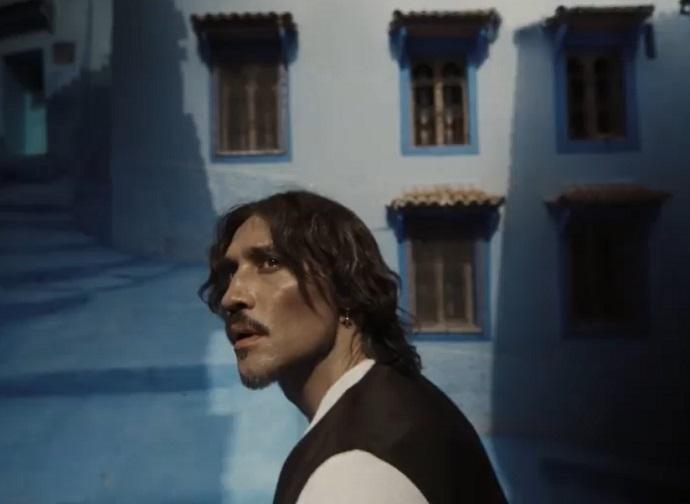 """В совместном клипе с Zivert на песню """"Это была любовь"""", Дима Билан сравнил себя с Джонни Деппом"""