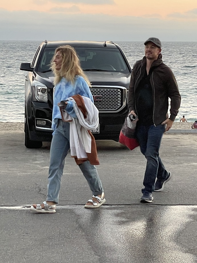 Blogger Alexandra Belyakova was spotted walking with Leonardo DiCaprio
