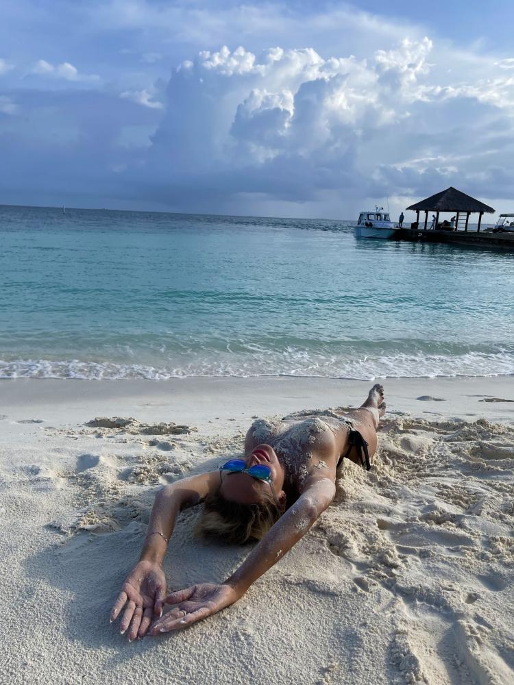 "Anna Kalashnikova staged a ""naked"" photo shoot in the Maldives"