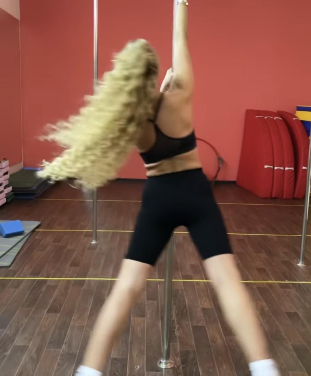Ольга Бузова в облегающем наряде обожгла ноги, исполняя танцы на шесте
