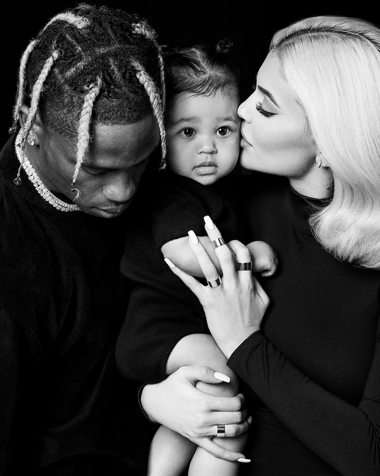 Kylie Jenner officially announced that she is expecting her second child