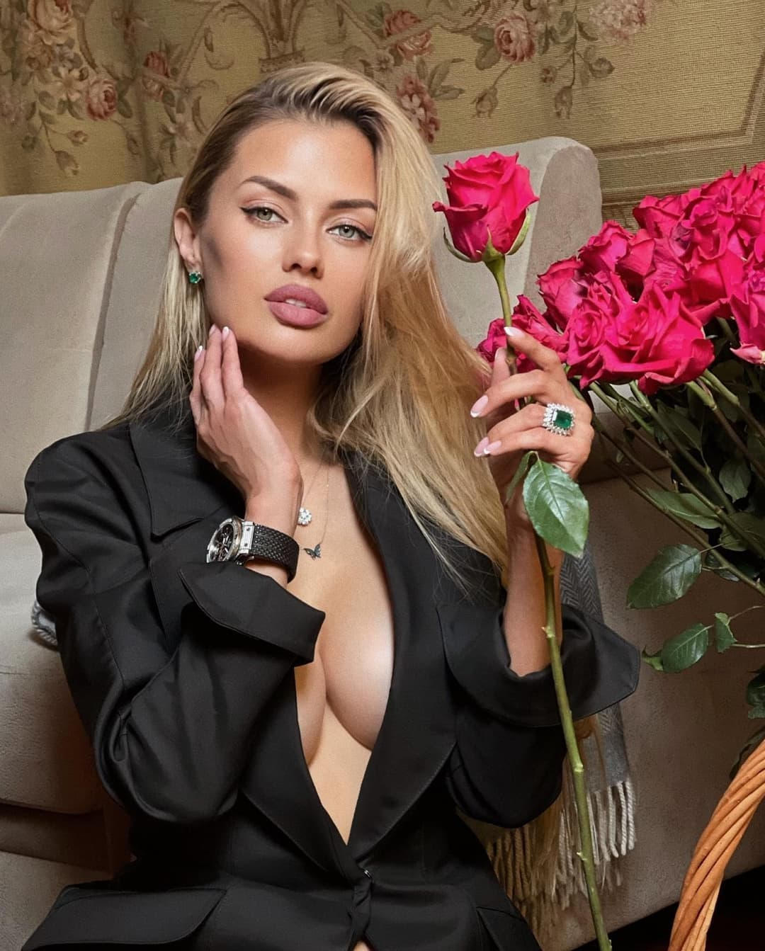 Victoria Bonya arranged an erotic home photo shoot