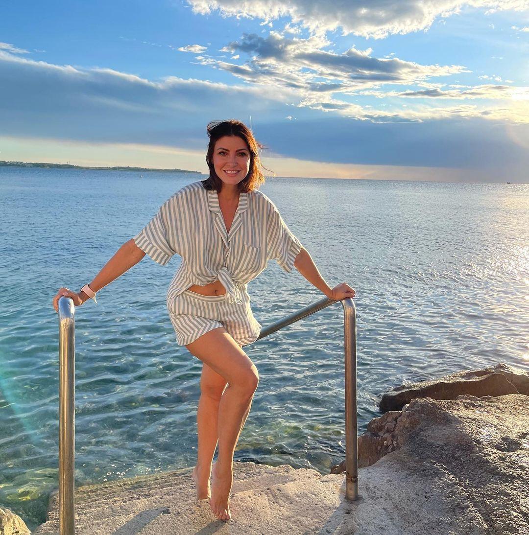 Анастасия Макеева снова вступила в перепалку с бывшей женой супруга-строителя