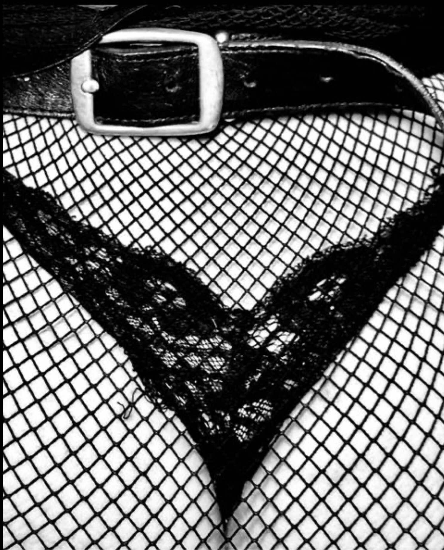 Новая эротичная фотосессия Мадонны заставила поклонников ещё больше сомневаться в адекватности певицы