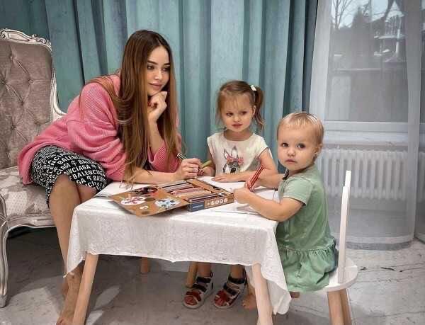 «Ощущаю себя в теле пожилой старушки»: Анастасия Костенко пожаловалась, что всю третью беременность чувствует боли