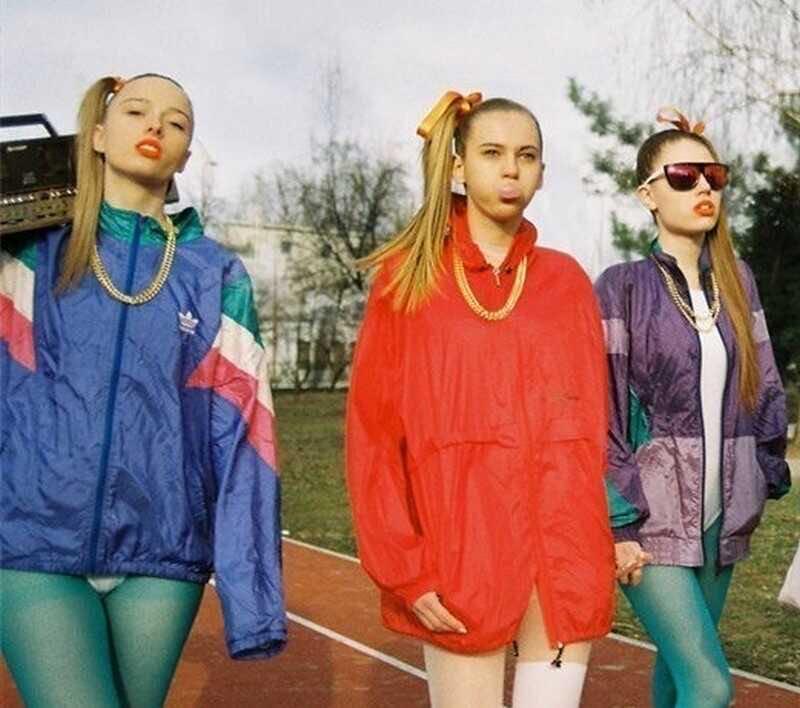 «Зацените наши образы»: Оксана Самойлова и Джиган повеселились на вечеринке в стиле 90-х