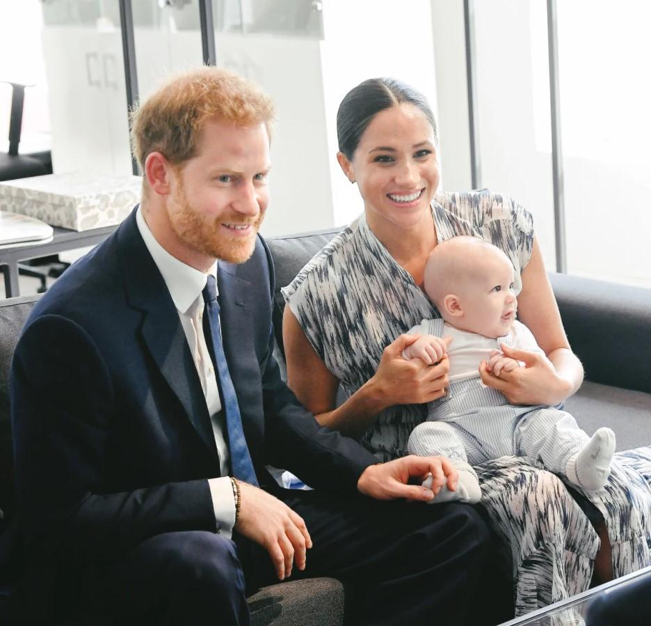 Принц Чарльз принял решение лишить титула сына Меган Маркл