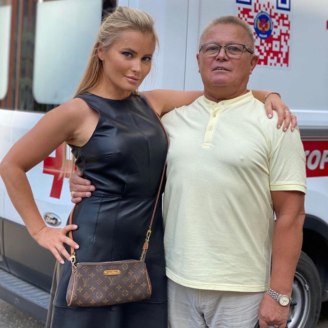 Дана Борисова снова в скандале, на этот раз с родным отцом