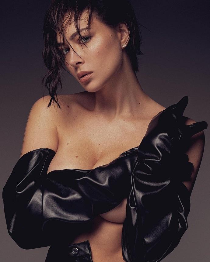Nastasya Samburskaya shared photos topless