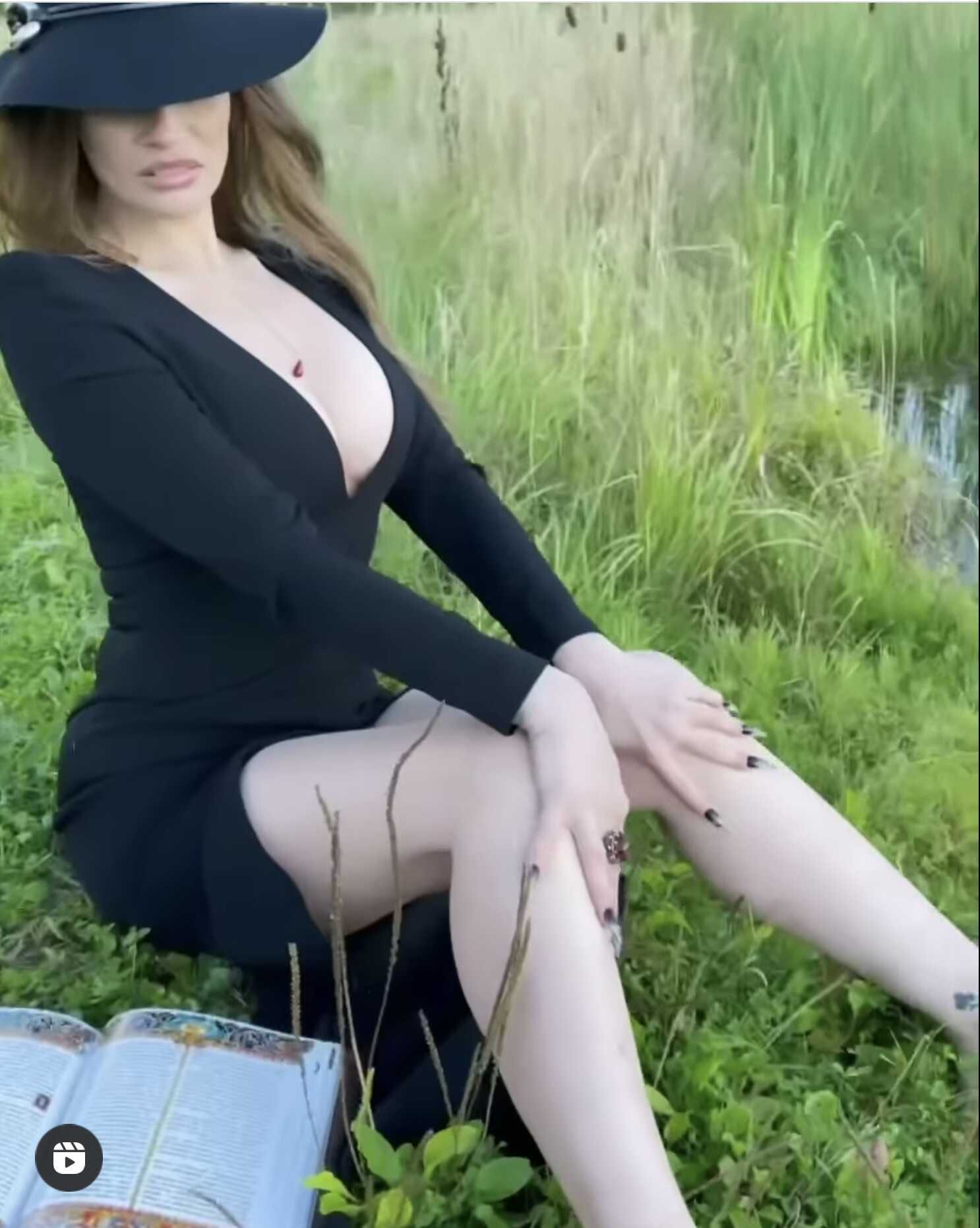 Alena Vodonaeva, dumping her chest and showing her underwear, tried to seduce the fishermen of the Moscow region, sitting in the reeds