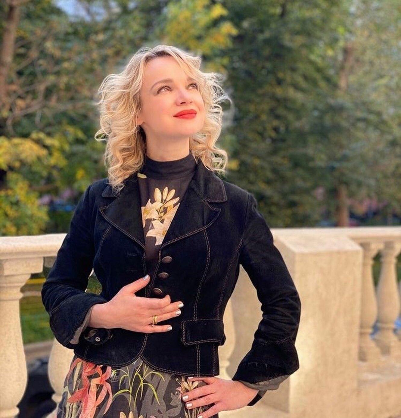 Vitalina Tsymbalyuk-Romanovskaya still wears Armen Dzhigarkhanyan's robe