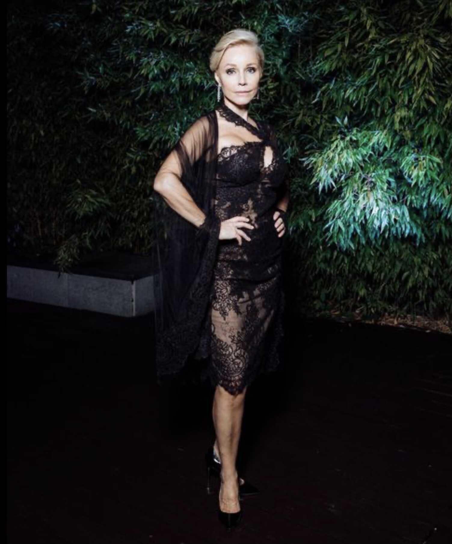 56-летняя Марина Зудина покорила гостей Кинотавра своими элегантными сексуальными нарядами