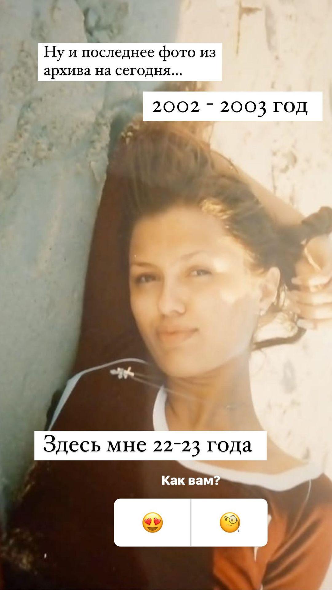 Промокшая до нитки Виктория Боня сделала фото в купальнике, выгодно подчёркивающем её ягодицы