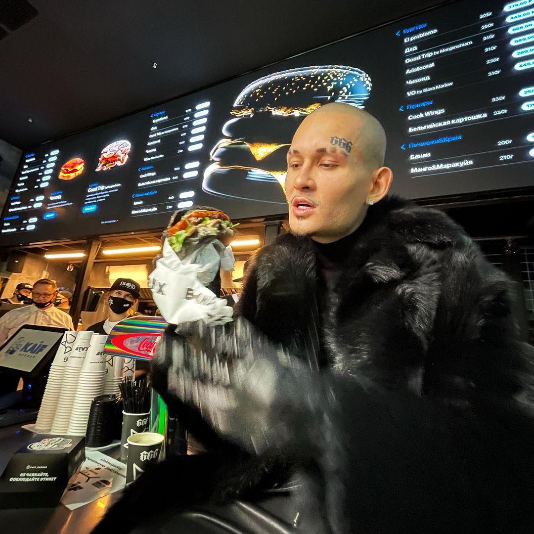 Моргенштерн открыл бургерную в центре Москвы