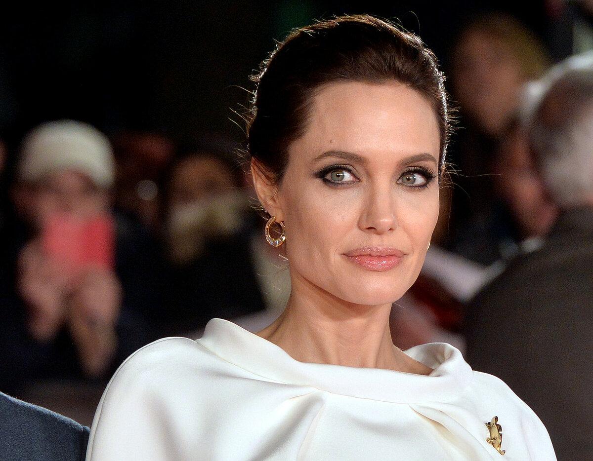 Анджелина Джоли опять намекнула на роман с рэпером The Weeknd