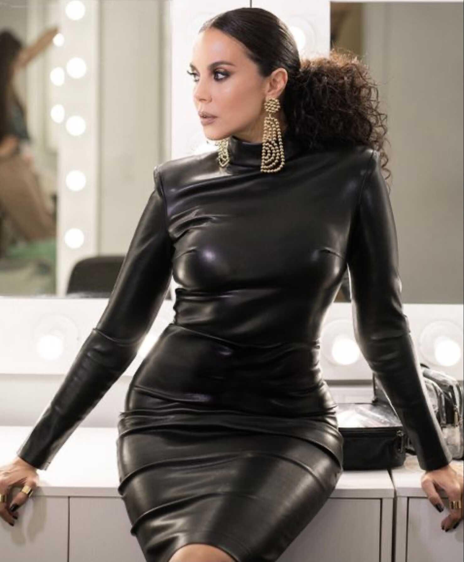 «Какая огромная!»: Настя Каменских в обтягивающем черном платье разочаровала поклонников