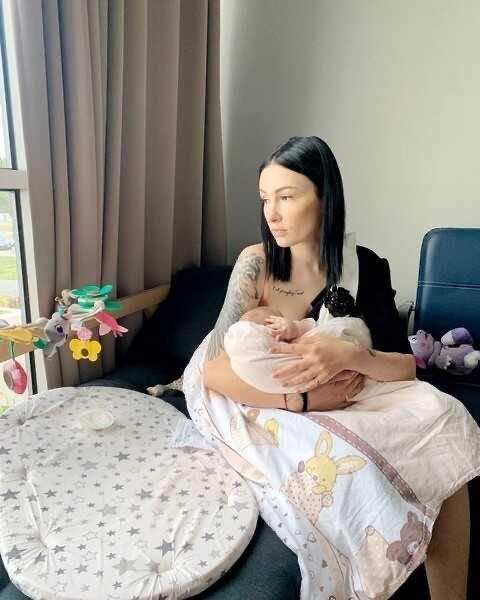 «Хочется плакать»: Анастасия Приходько пожаловалась, что ей тяжело даётся материнство
