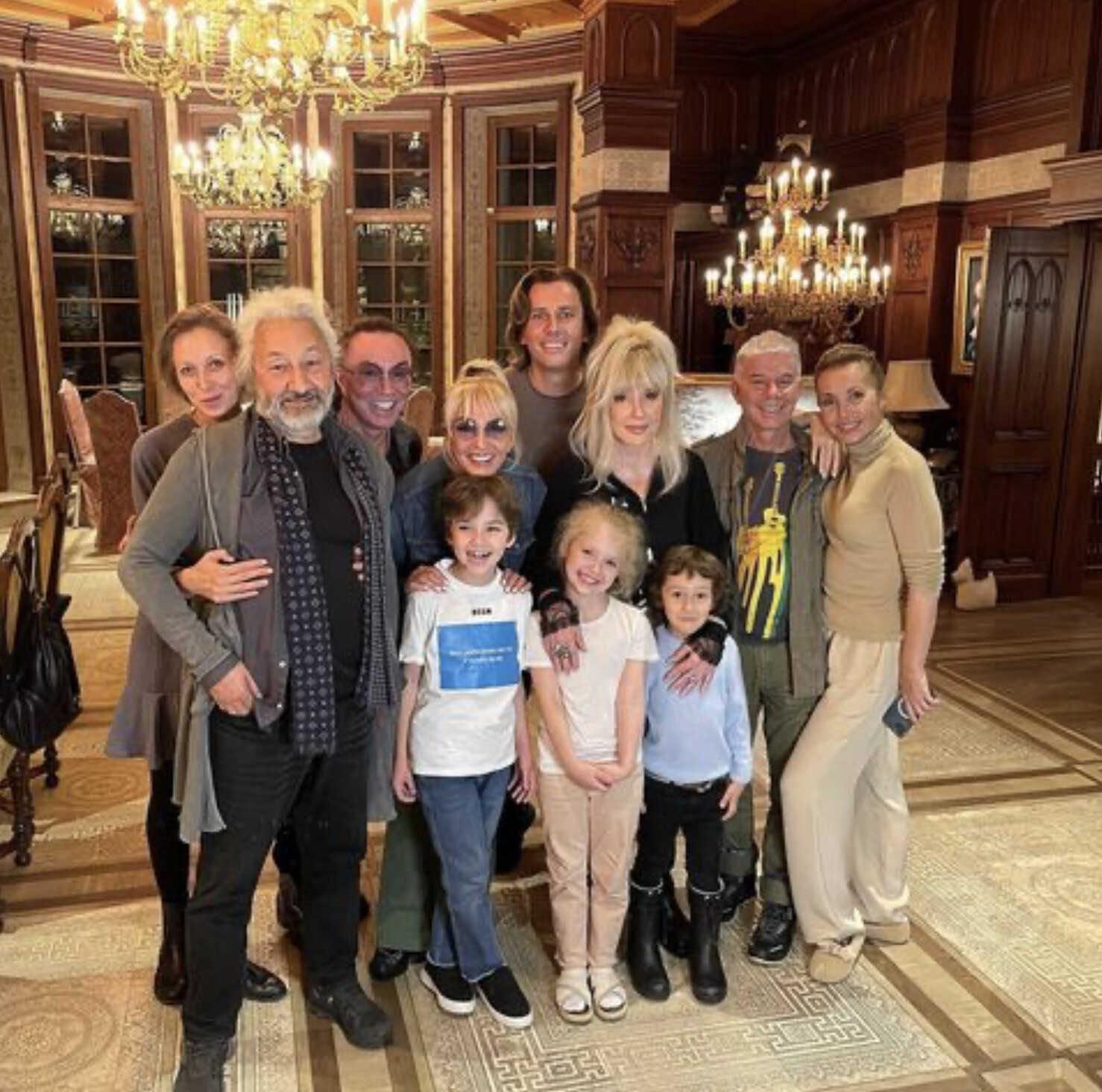 «Весело посидели»: Максим Галкин поделился снимком домашних посиделок с друзьями, на котором не узнали Валерия Леонтьева