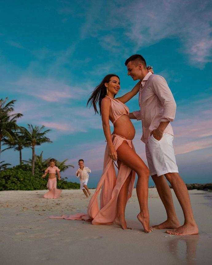 Популярный блогер Валерия Чекалина беременна